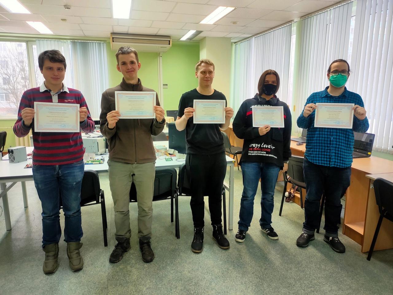 Первый выпуск курсов по web-программированию